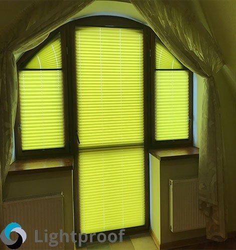 Рулонные шторы на балконную дверь