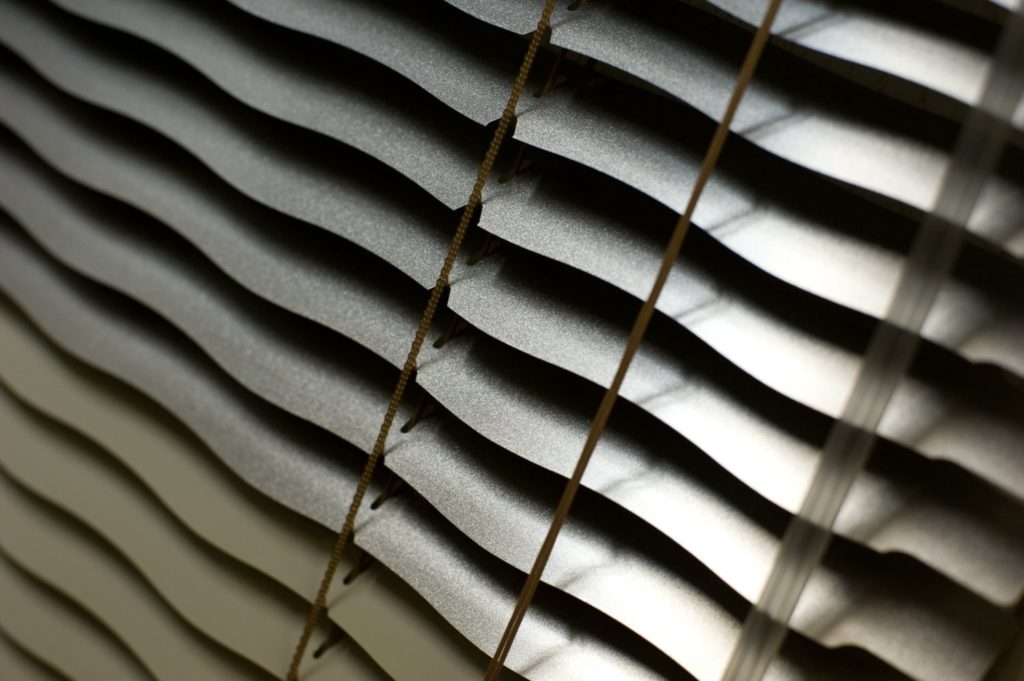 горизонтальные жалюзи волна 35 мм